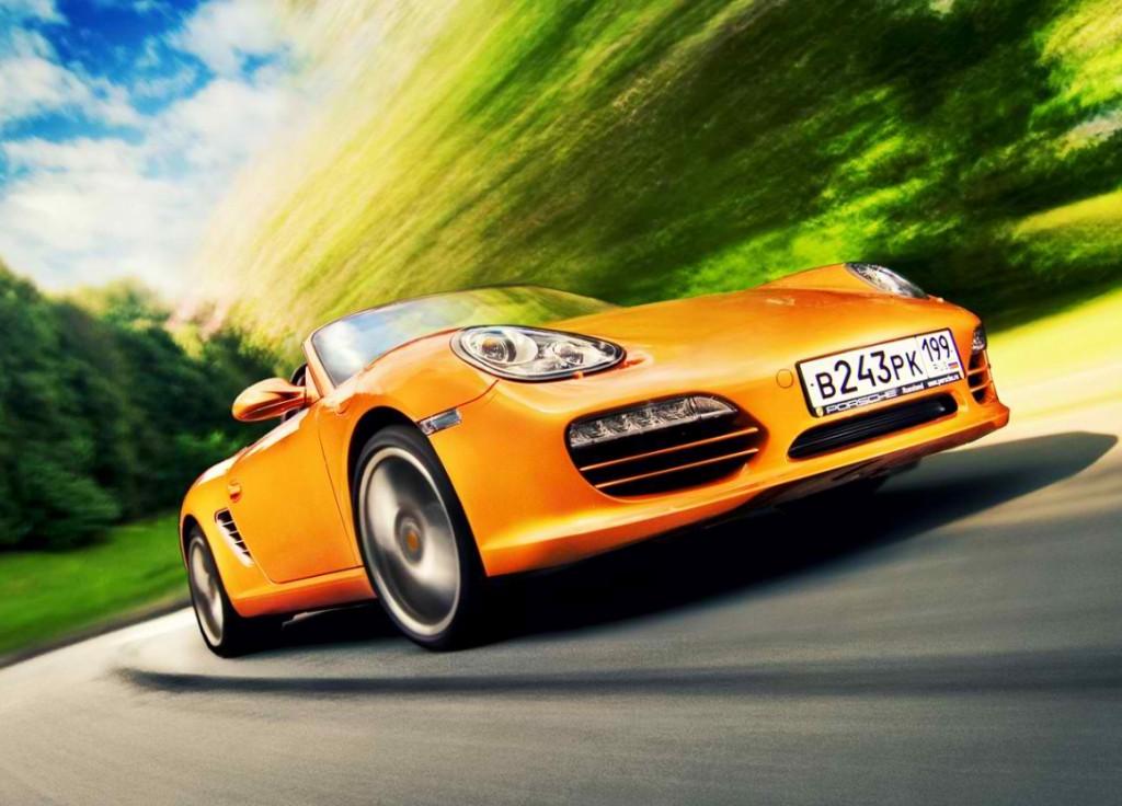 Съемка движущегося автомобиля с впереди идущей машины